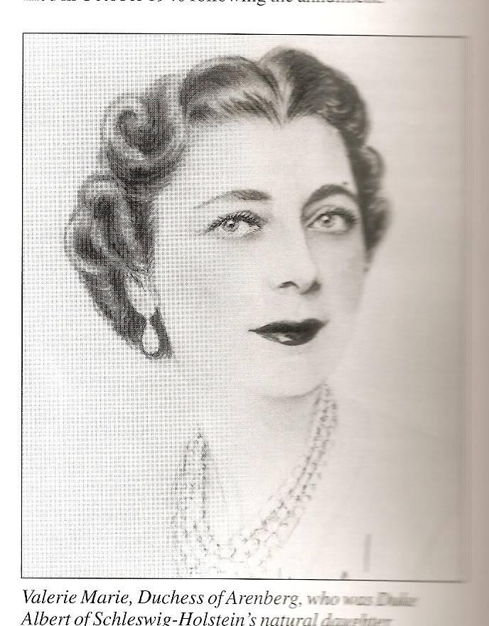 Vidas de reinas y princesas del pasado - Página 19 Escanear0007