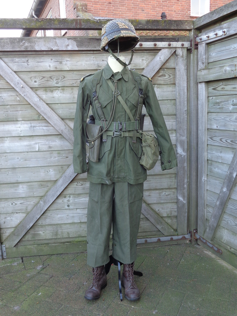 Dutch army loadout displays (cold war era) Nederland%201980s