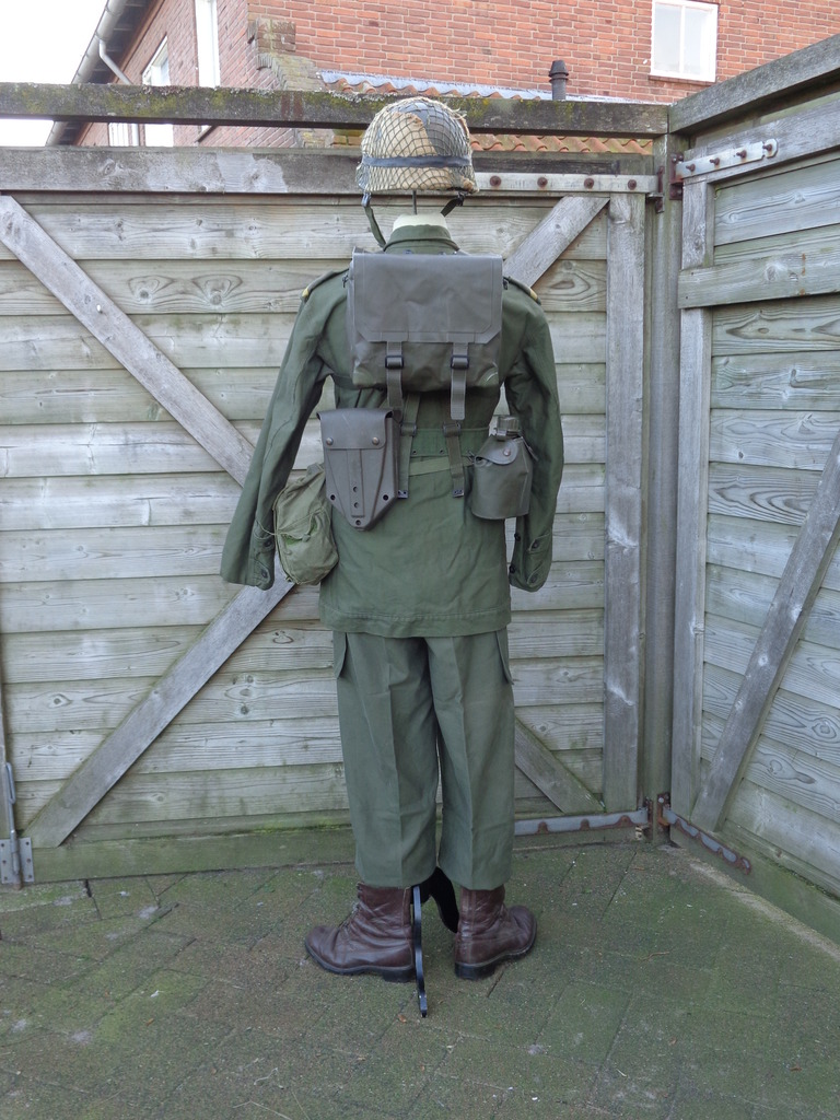 Dutch army loadout displays (cold war era) Nederland%201980s2