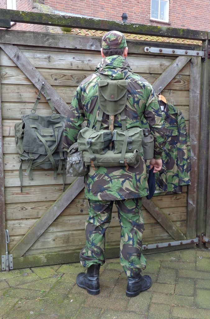 Dutch army loadout displays (cold war era) Nederland%201987%20-%20vroege%201990s%20Marinier