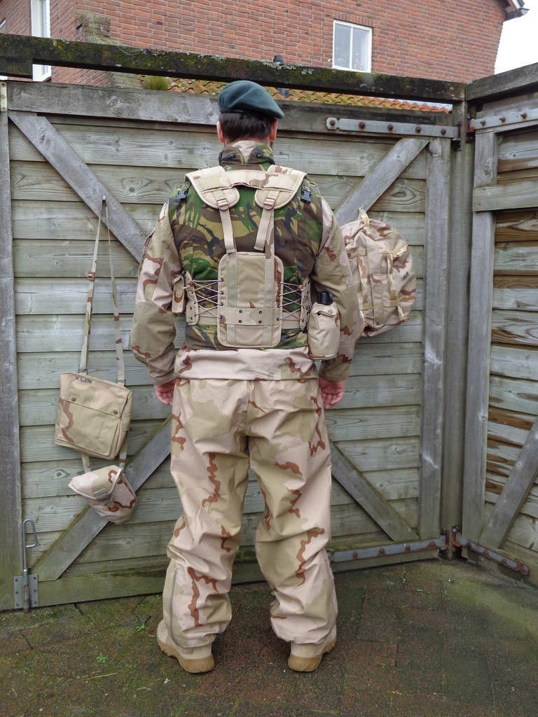 Dutch army loadout displays (cold war era) Nederland%202005%20Irak%20SFIR2