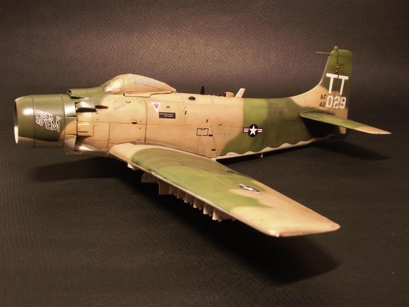 A-1J Skyraider  - Σελίδα 2 DSCF6432