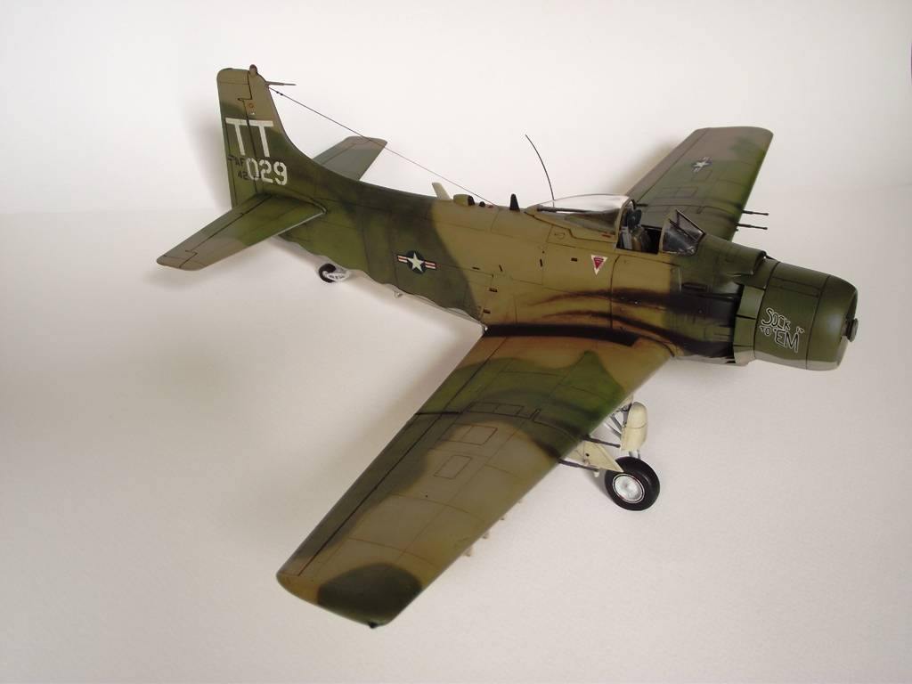 A-1J Skyraider  - Σελίδα 3 DSCF7404_zpse7862eef