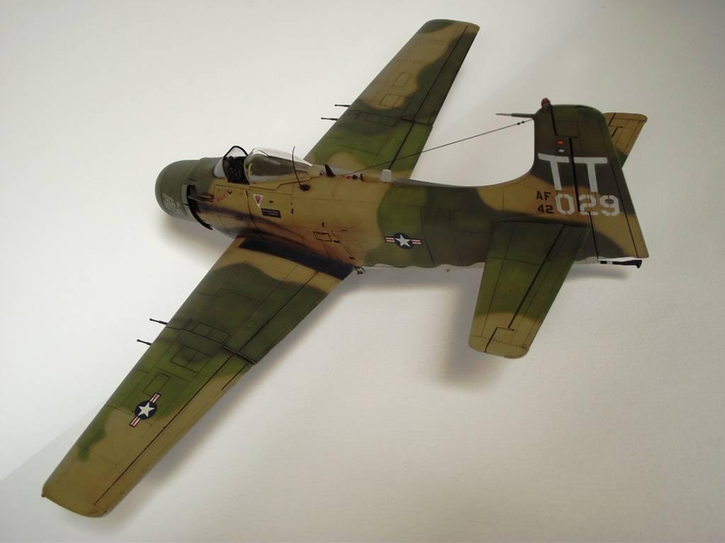 A-1J Skyraider  - Σελίδα 3 DSCF7412_zps6a127653