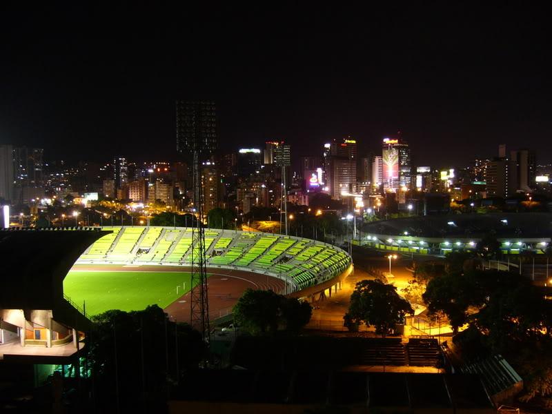 Estructuras Deportivas Estadios_de_la_UCV_vista_nocturna