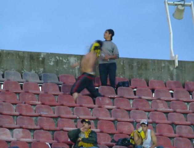 Las Sillas Pagan el daño Futbol010
