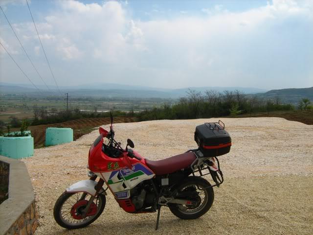 10.04.2010, Онака, по патот со облаците... :) IMG_0599
