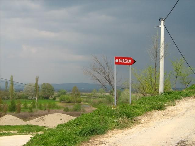 10.04.2010, Онака, по патот со облаците... :) IMG_0623