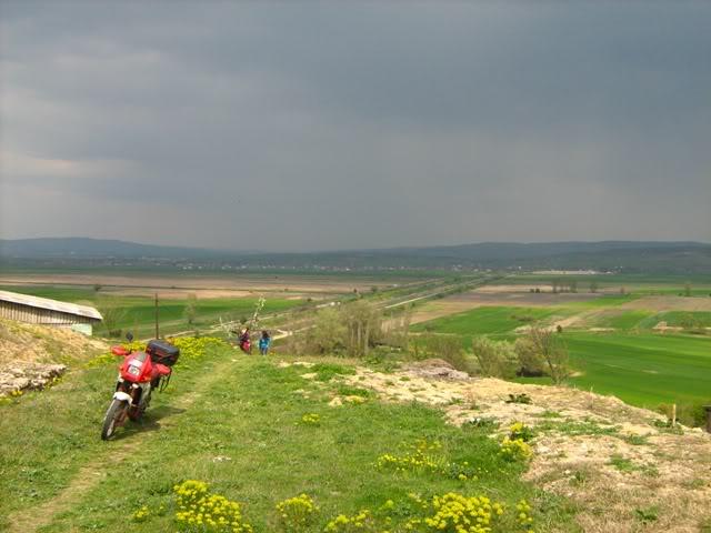10.04.2010, Онака, по патот со облаците... :) IMG_0626