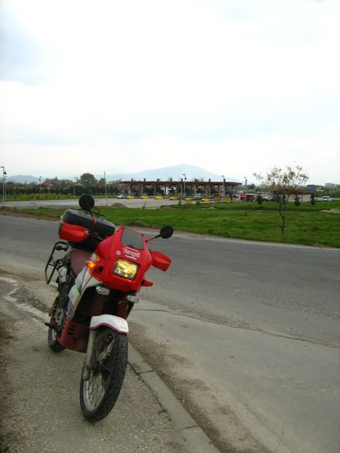 10.04.2010, Онака, по патот со облаците... :) IMG_0633