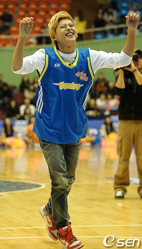 [PICS] 100223 Dongho Pro basketball Samsung vs LG 100223_04_ukissism_np2