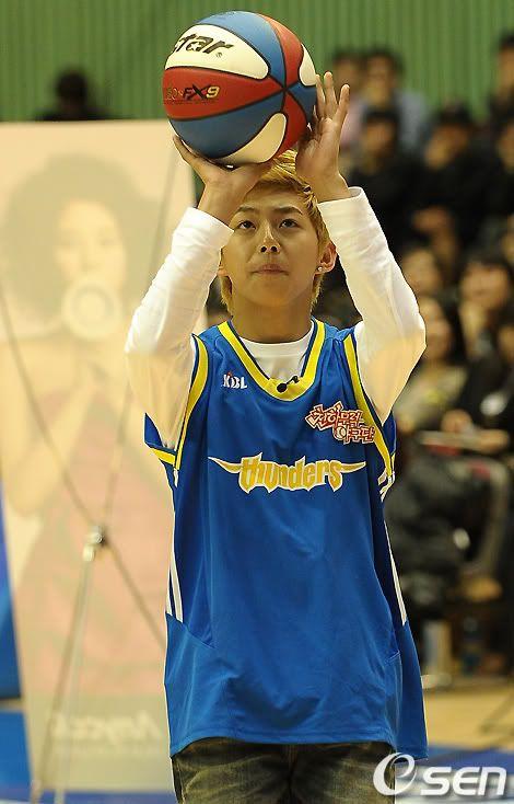 [PICS] 100223 Dongho Pro basketball Samsung vs LG 100223_05_ukissism_np2