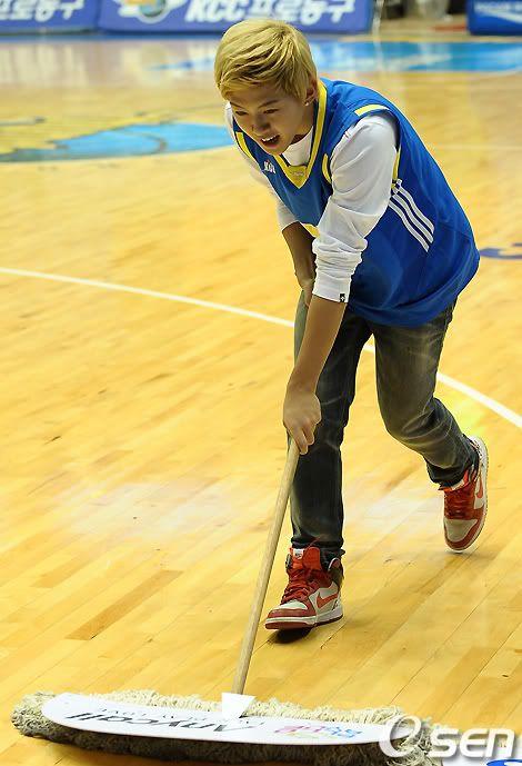 [PICS] 100223 Dongho Pro basketball Samsung vs LG 100223_06_ukissism_np2