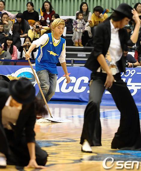 [PICS] 100223 Dongho Pro basketball Samsung vs LG 100223_12_ukissism_np2