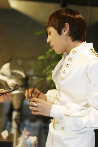 [PICS] Alexander stylist's update *Bingeul Bingeul* 100216_11_ukissism_alexander