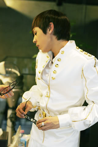 [PICS] Alexander stylist's update *Bingeul Bingeul* 100216_13_ukissism_alexander