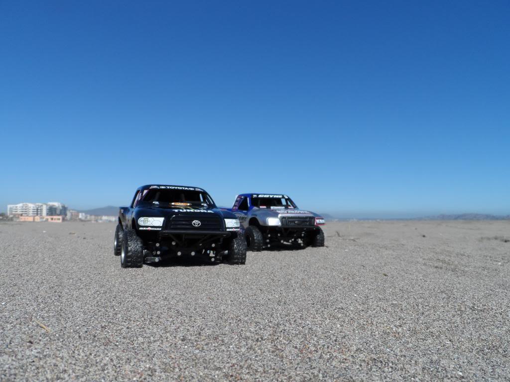 Competencia de Camionetas Monster 201307ToyotaTundrayFordF-1501_zps4c8a18d6