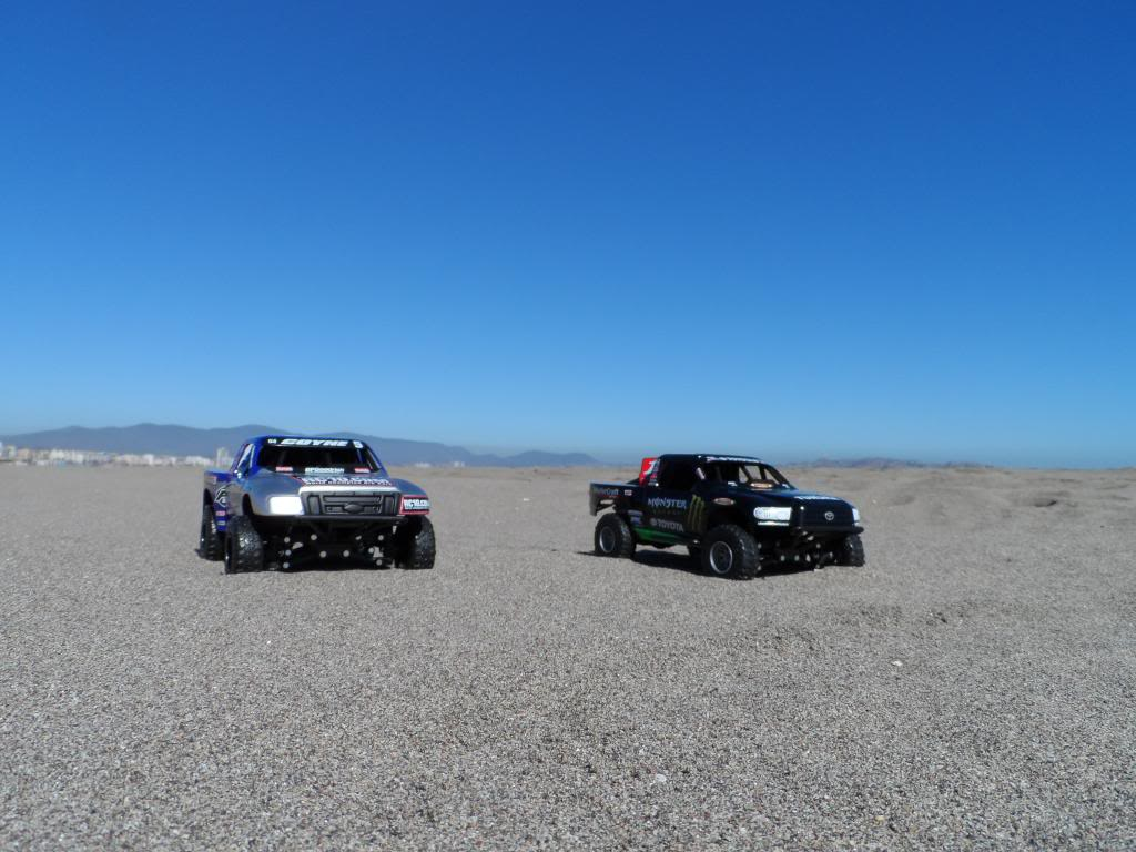 Competencia de Camionetas Monster 201307ToyotaTundrayFordF-1502_zpsee667680