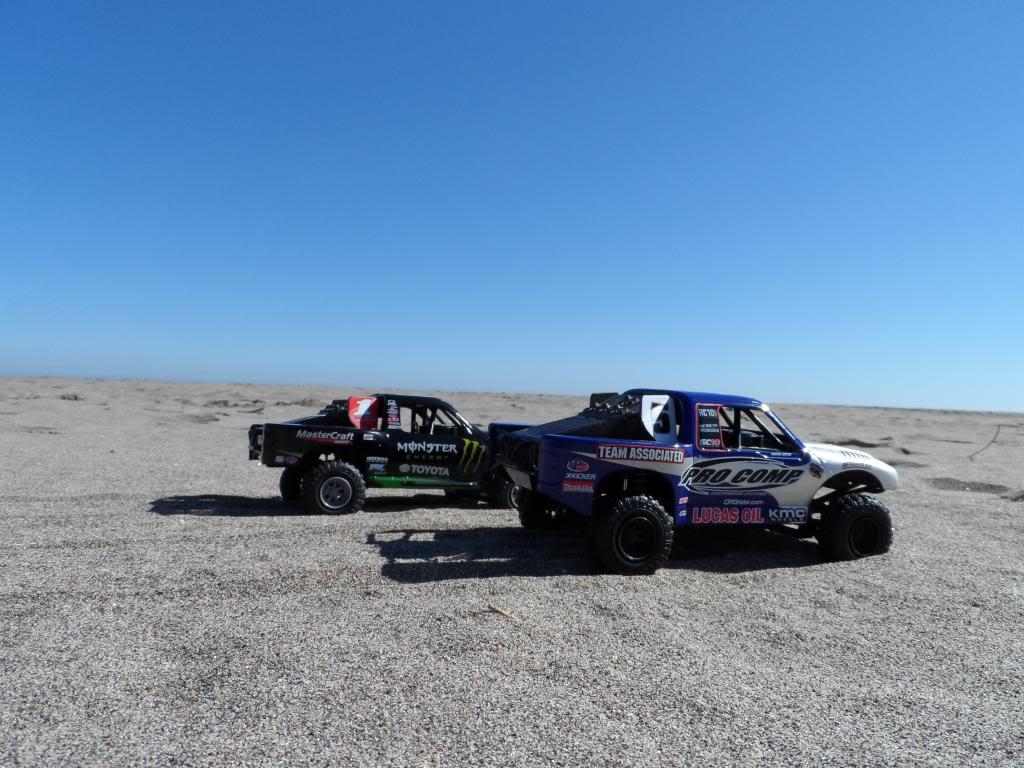 Competencia de Camionetas Monster 201307ToyotaTundrayFordF-1504_zps91a8f232
