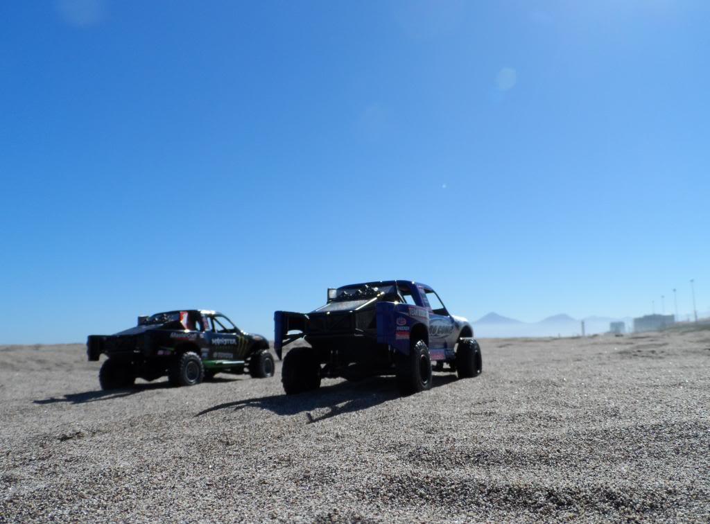 Competencia de Camionetas Monster 201307ToyotaTundrayFordF-1506_zps59af28db