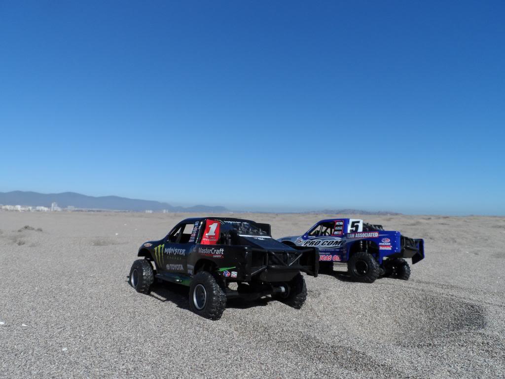 Competencia de Camionetas Monster 201307ToyotaTundrayFordF-1508_zpsdbf2c4bc