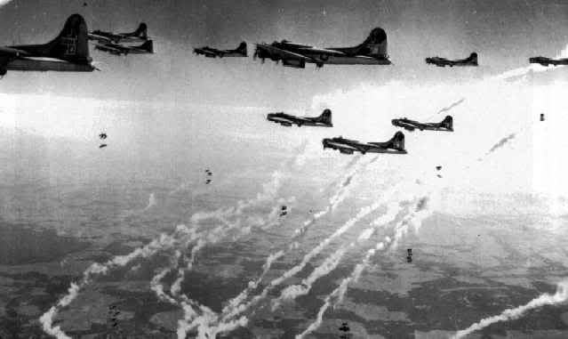 Actual WWII aircraft pictures - ALLIES 10B-17sdroptheirbombs