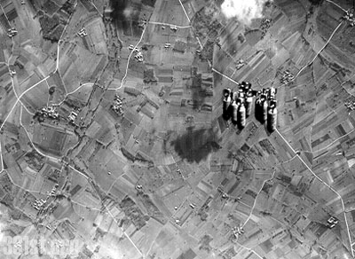 Actual WWII aircraft pictures - ALLIES 331stdropstheirbombsunknowntarget