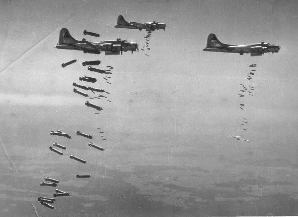 Actual WWII aircraft pictures - ALLIES 5flyingfortressesdroptheirbombs
