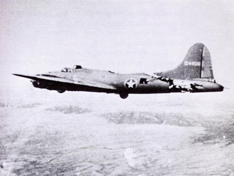 Actual WWII aircraft pictures - ALLIES B-17rammedbyME109brokenback