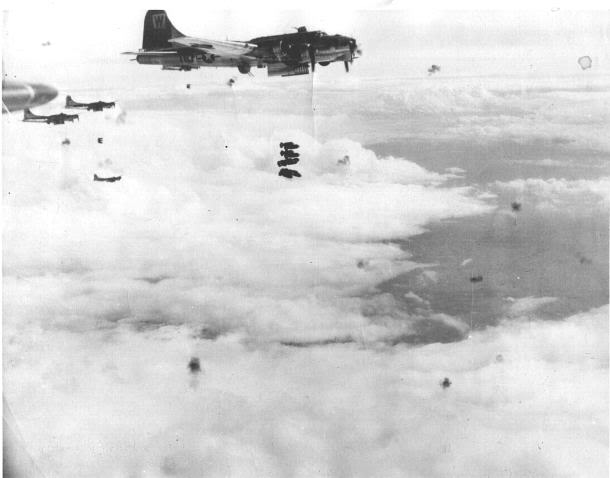Actual WWII aircraft pictures - ALLIES B-17sdroppingbombstakingflakfire