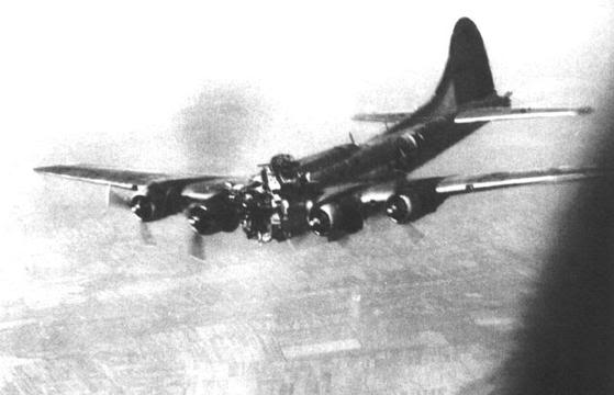 Actual WWII aircraft pictures - ALLIES B17lostitscockpit