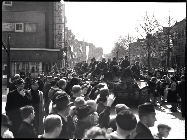 The liberation of The Netherlands CrowdwelcomingtheStormontDundasandG