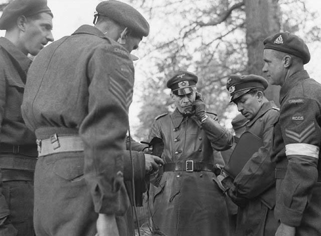 The liberation of The Netherlands Germanofficerdiscussessurrenderarra