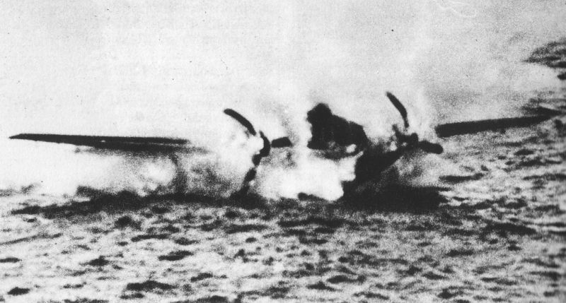 Actual WWII aircraft pictures - AXIS Me110ditchinginDerKanal2