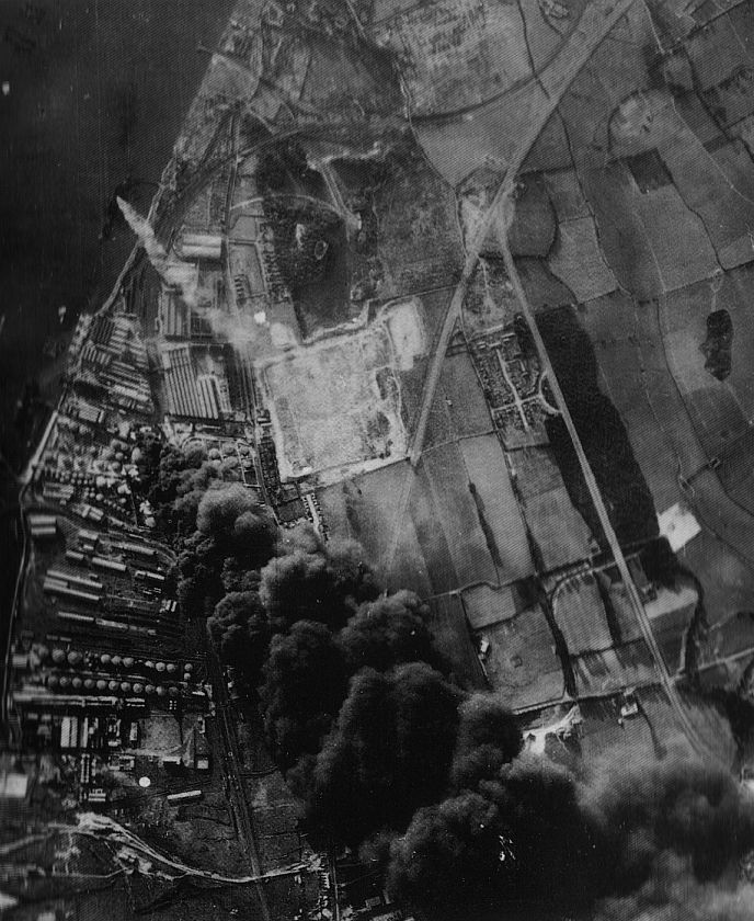 Actual WWII aircraft pictures - AXIS Poststrikephoto-PurfleetOilrefinery