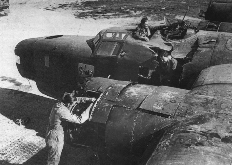 Actual WWII aircraft pictures - ALLIES RAF37SqnLiberatorVVictor-nowonthegr