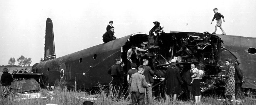 Actual WWII aircraft pictures - ALLIES Stirlingcrash1