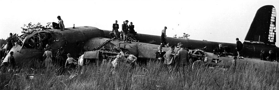 Actual WWII aircraft pictures - ALLIES Stirlingcrash2