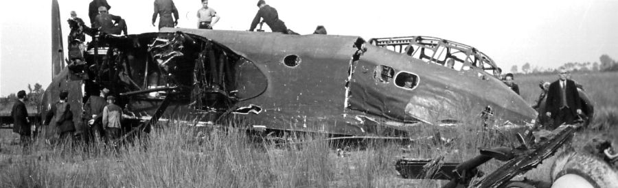 Actual WWII aircraft pictures - ALLIES Stirlingcrash3