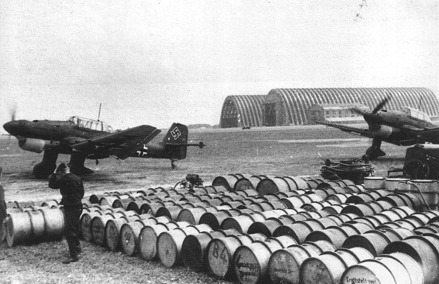 Actual WWII aircraft pictures - AXIS Stukasrefuellingatacapturedbaseinfr