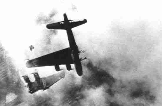 Actual WWII aircraft pictures - ALLIES B17losthiswingcrashingdown