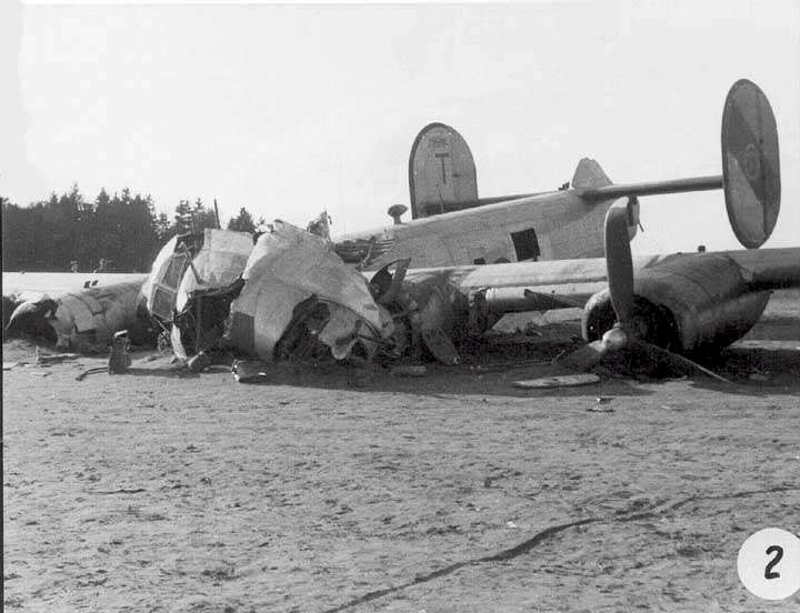 Actual WWII aircraft pictures - ALLIES Blaneycrash