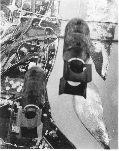 Actual WWII aircraft pictures - ALLIES Bombsawayovercoastareabridgeistheta