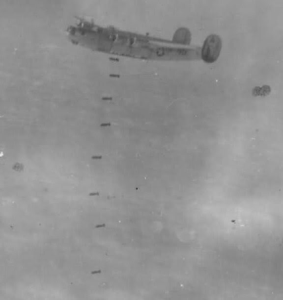 Actual WWII aircraft pictures - ALLIES Bombsawaywhilebeingflaked
