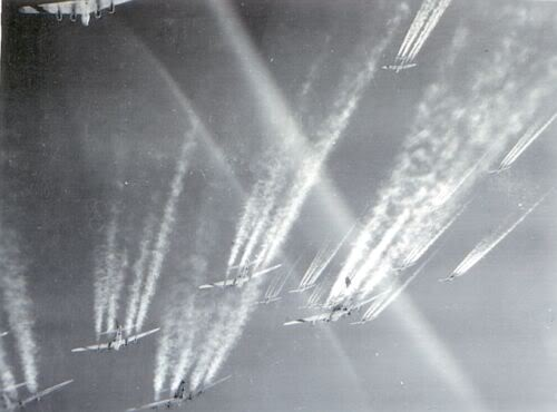 Actual WWII aircraft pictures - ALLIES Groupcontrails