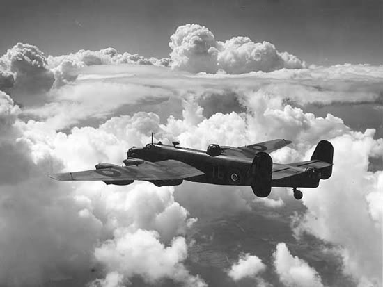 Actual WWII aircraft pictures - ALLIES Halifax_cloud