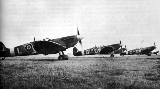 Actual WWII aircraft pictures - ALLIES Spits_aligned