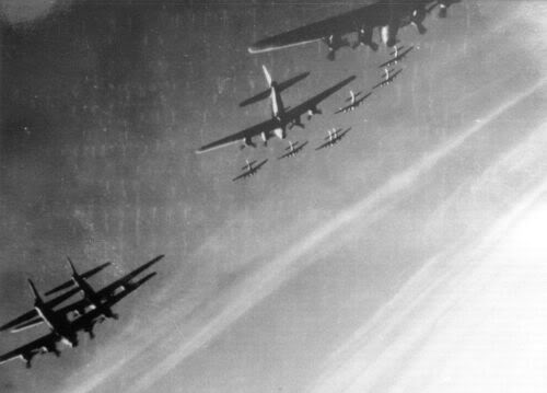 Actual WWII aircraft pictures - ALLIES Turnformation
