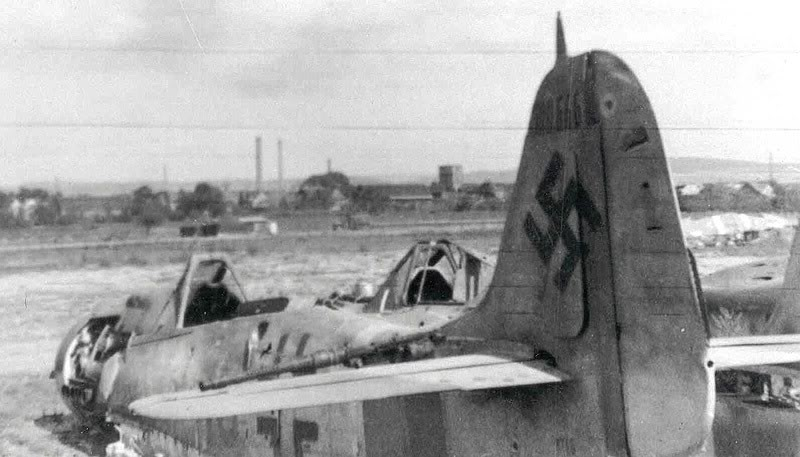Actual WWII aircraft pictures - AXIS Yellow15_2