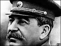 Defensores de derechos humanos alarmados por simpatía de rusos hacia Stalin _45193369_101108stalinap
